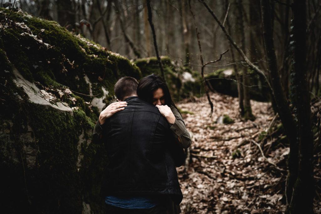 lovessession dans la forêt de rambouillet séance grossesse dans les bois