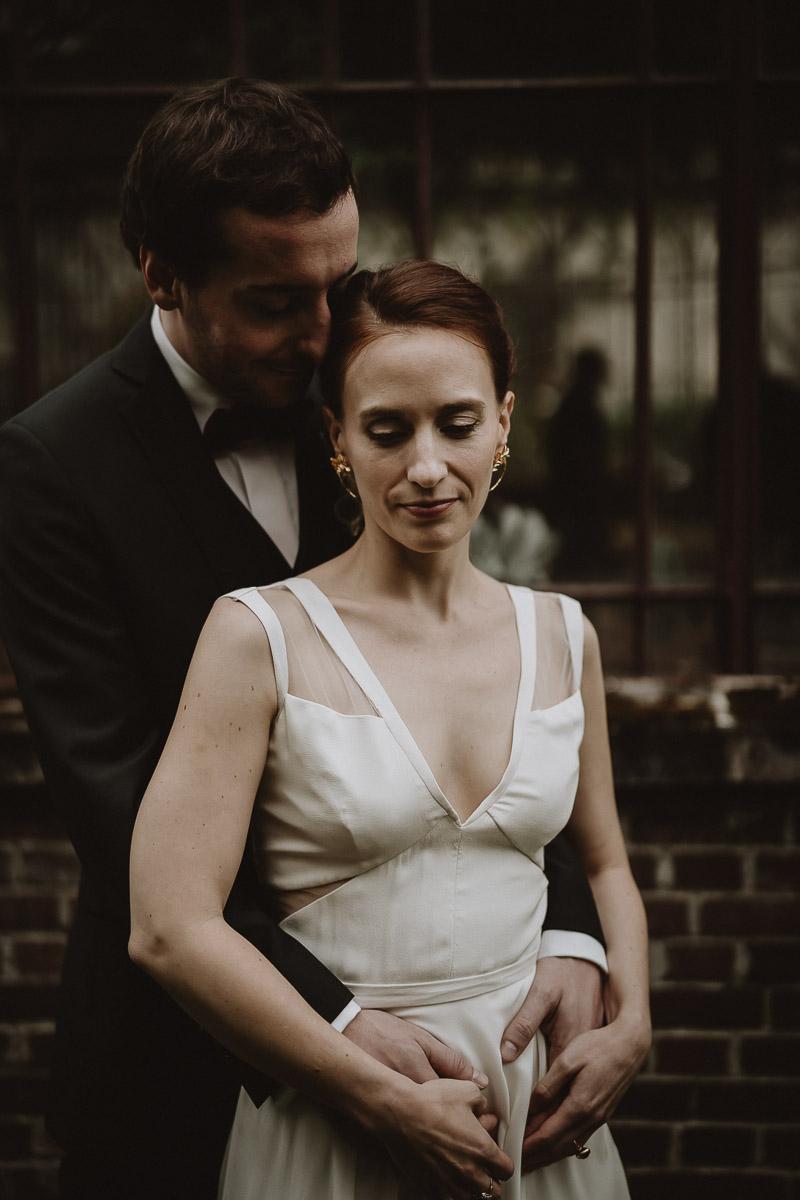couple de mariée au domaine de verderonne par samantha guillon photographe mariage ile de france au style moody