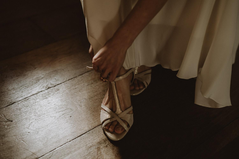 chaussures de la mariée au domaine de verderonne par samantha guillon photographe de mariage