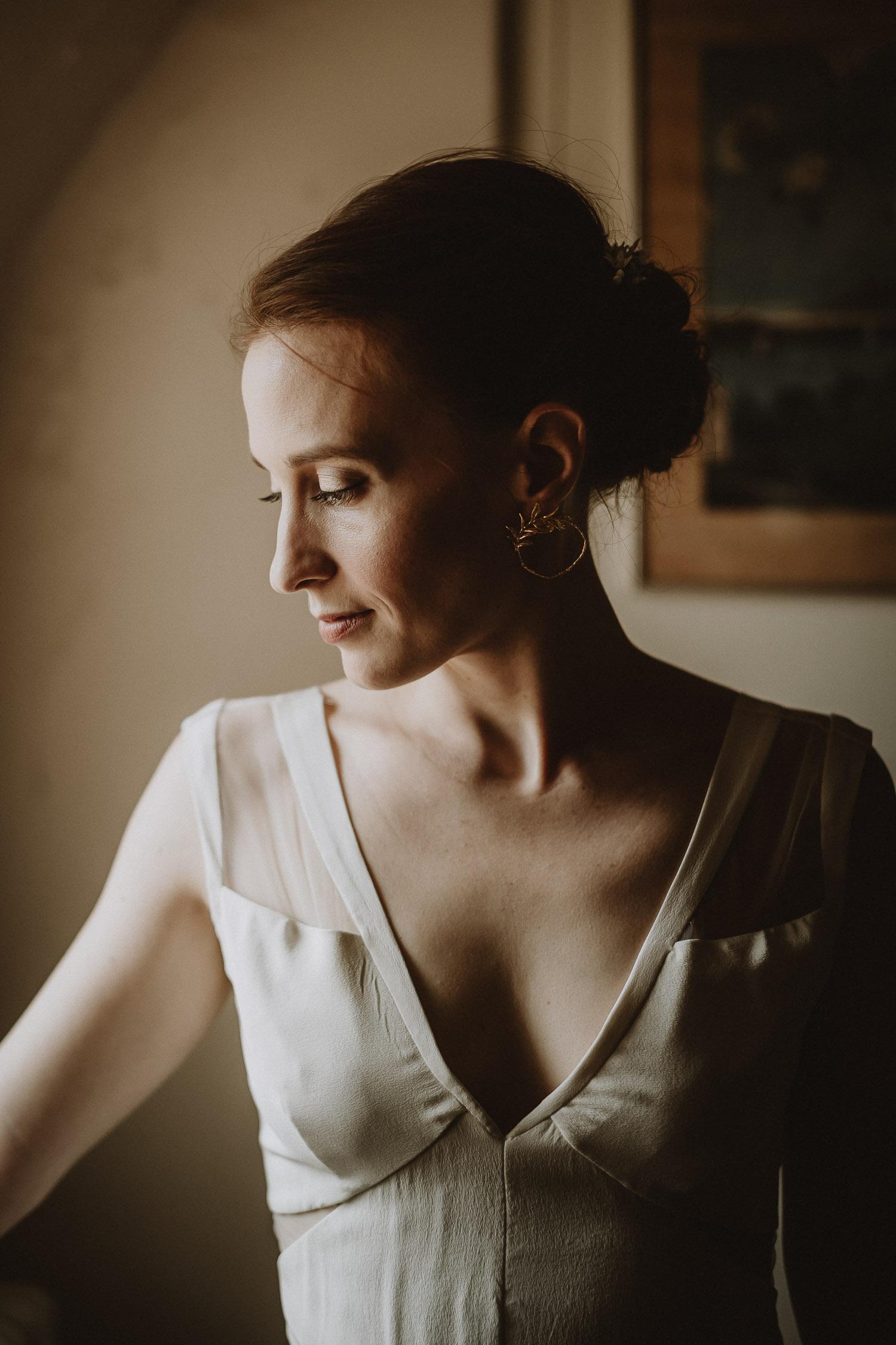 portrait de la mariée du mariage automnal au domaine du chateau de verderonne photographié par samantha guillon