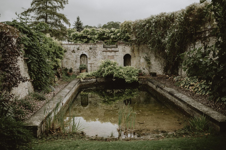 ambiance moody pour un mariage en automne dans les jardins du domaine de verderonne en picardie par samantha guillon photographe de mariage en ile de france