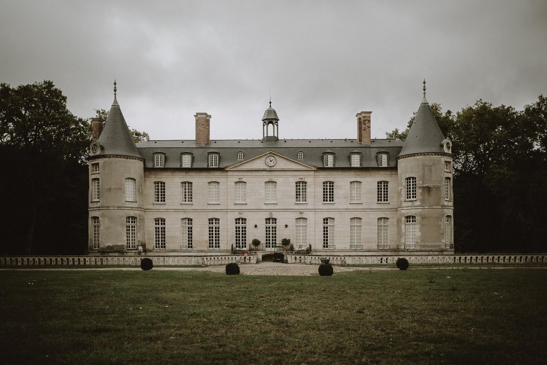 vue sur le chateau de verderonne en picardie par samantha guillon photographe moody en ile de france