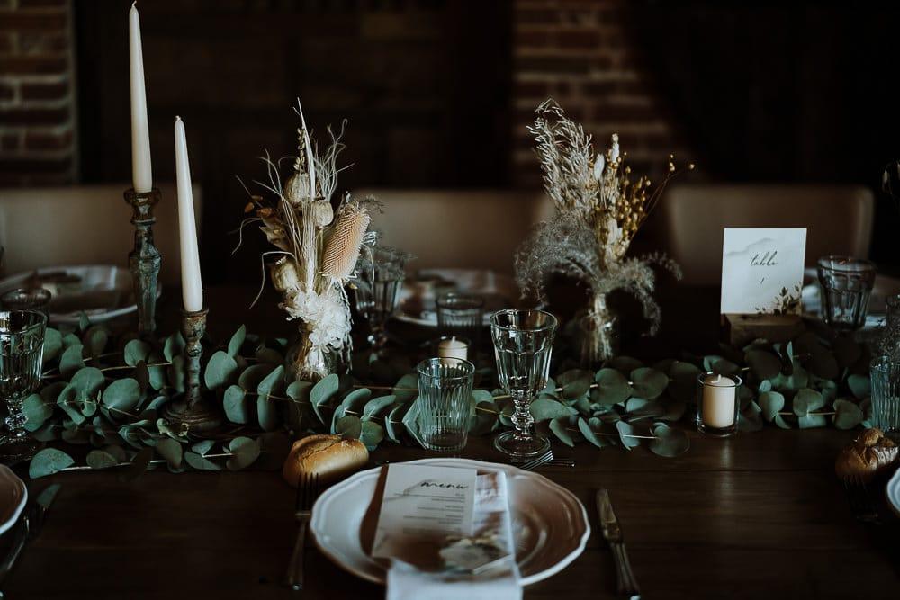 décoration de table de mariage rustique et rétro avec fleurs sécheées par samantha guillon photographe mariage ile de france