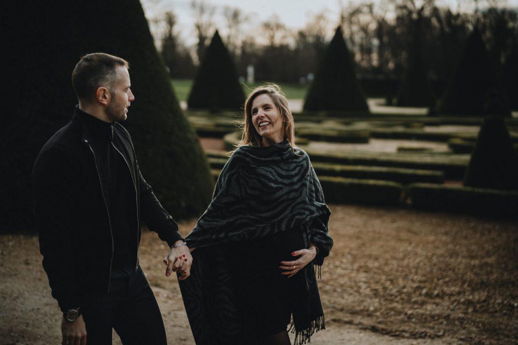 séance couple hivernale pour la grossesse par samantha guillon photographe lifestyle installée à clamart