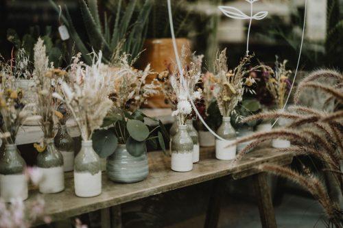 détails vase et fleurs séchées reportage sur-mesure et immersif pour artisan et entreprise par samantha guillon photographe à clamart